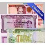 Belle collection de 10 billets de banque tous différents de Mozambique