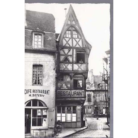03 - Moulins -Les vieilles maisons