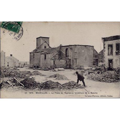 Carte postale 08 - Bazeilles - La place de l'eglise au lendemain de la bataille - Voyage -...