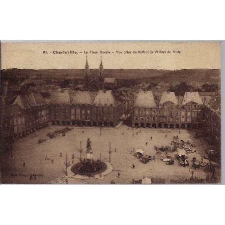 Carte postale 08 - Charleville - La place Ducale - Vue prise du Beffroi de l' Hotel de Vil...