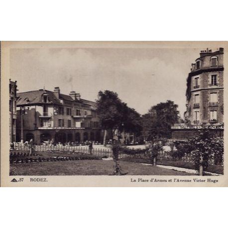 Carte postale 11 - Rodez - La place d'Armes et l' Avenue Victor Hugo - Non voyage - Dos di...