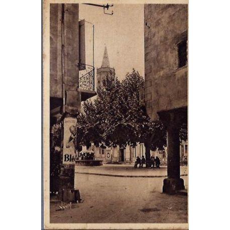Carte postale 12 - Millau ( Aveyron) - Place de l'hotel de ville - Voyage - Dos divise