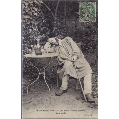 14 - En Normandie - Un homme autour d'une table -Une bonne annee de pommes - S