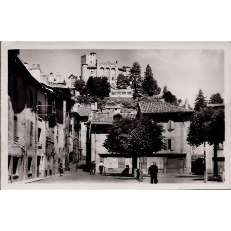Carte postale 15 - Aurillac - Le chateau St-Etienne et la place de la Bienfaisance - Voyag...