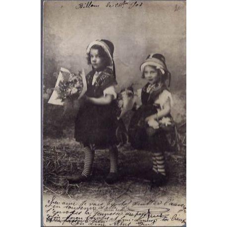 Carte postale 15 - Auvergne - Jeunes auvergnats - Voyage - Dos non divise