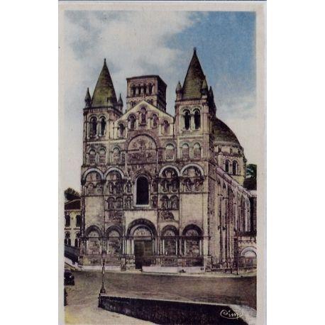Carte postale 16 - Angouleme - Cathedrale Saint-Pierre - Facade - Momunent historique - Vo...