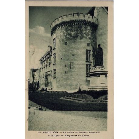 Carte postale 16 - Angouleme - La statue du docteur Bouillaud et la tour de marguerite de ...