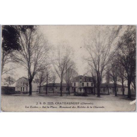 16 - Chateauneuf - les ecoles - sur la place - monument des mobiles de la Ch...