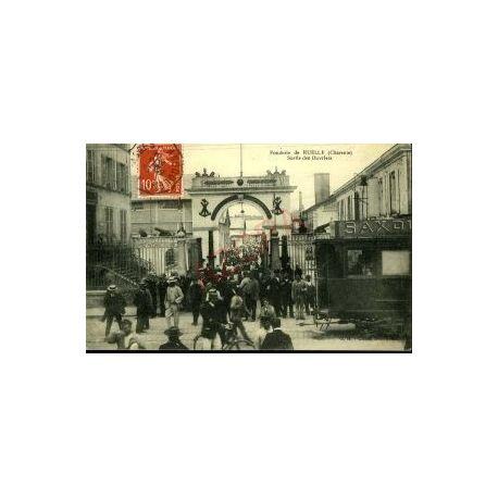 16 - FONDERIE DE RUELLE - SORTIE DES OUVRIERS - TRAMWAY