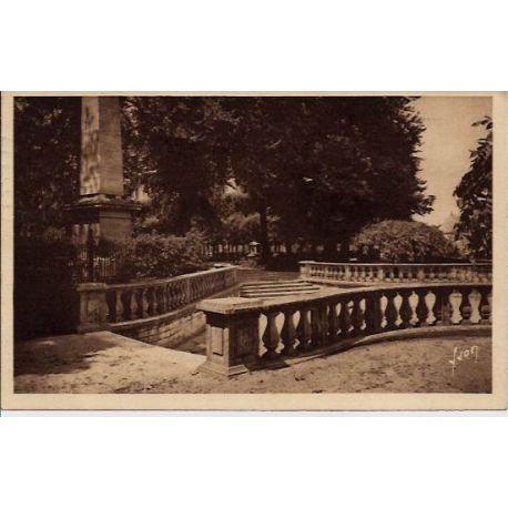 Carte postale 18 - Bourges - Le jardin public - Voyage - Dos divise