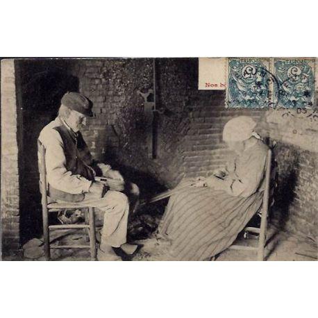 22 - deux vieux paysan assis -Voyage - Dos divise