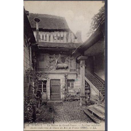 Carte postale 28 - Evreux - La maison du Grand-Veneur - La Cour interieure - ancien rende...
