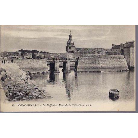 Carte postale 29 - Concarneau - Le beffroi et pont de la ville