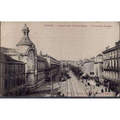 Carte postale 30 - Nimes - Boulevard Victor-Hugo - Nouveau lycee - Non voyage - Dos divis...