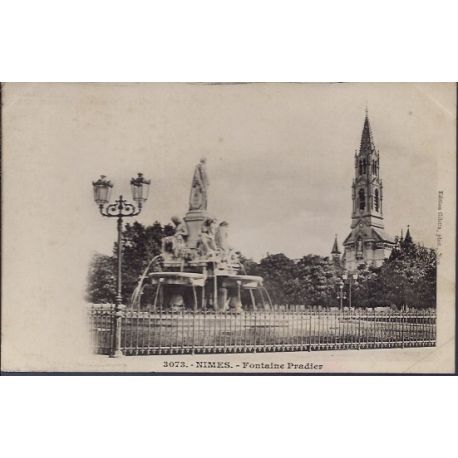 Carte postale 30 - Nimes - Fontaine Pradier - Non voyage - Dos non divise...