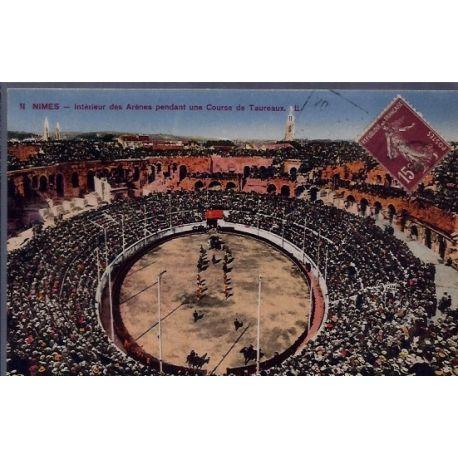 Carte postale 30 - Nimes - Interieur des Arenes pendant une course de taureaux - Voyage -...