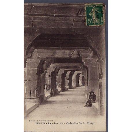 Carte postale 30 - Nimes - les Arenes - Galeries du 1er etage - Voyage - Dos divise...
