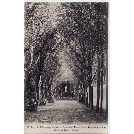 Carte postale 36 - Issoudun - Parc du pelerinage de Notre-Dame du-sacre-coeur - Allee de Not