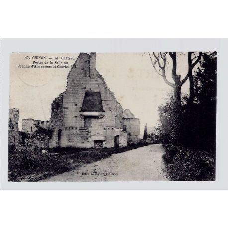 Carte postale 37 - Chinon - le chateau - restes de la salle ou Jeanne d' Arc reconnut Cha...