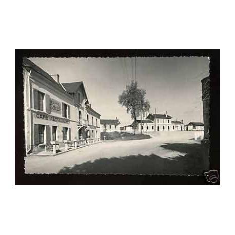 Carte postale 37 - La celle Saint-Avant - Hotel de la Gare - CPSM