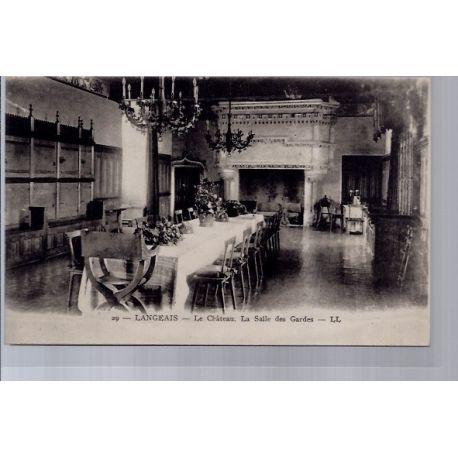 Carte postale 37 - Langeais - Le chateau - la salle des gardes - Non voyage - Dos divise...