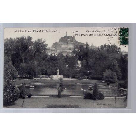 Carte postale 43 - Le Puy-en-Velay - Fer a Cheval vue prise du Musee Crozatier - Voyage -...