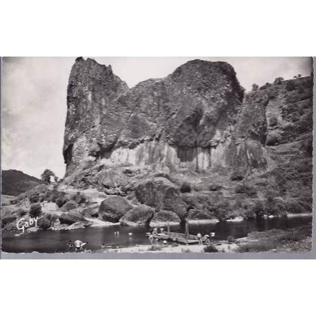 Carte postale 43 - Prades - Les orgues basaltiques et la plage