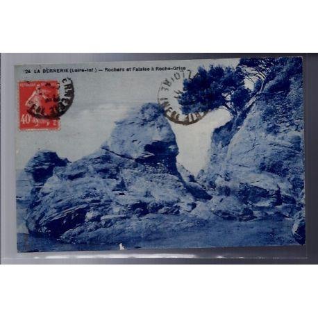 Carte postale 44 - La Bernerie - Rochers et falaise a Roche-Grise - Voyage - Dos divise...