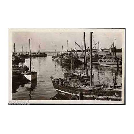 Carte postale 44 - Le Croisic - Le port a maree haute