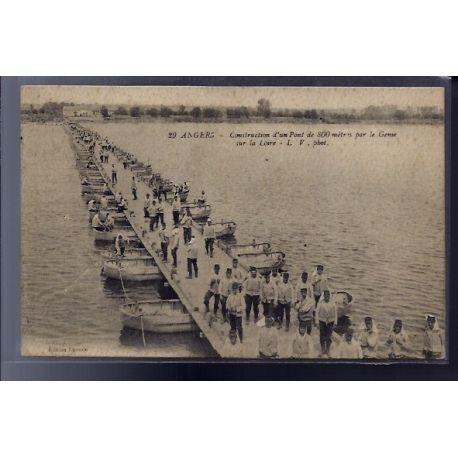 Carte postale 49 - Angers - construction d'un pont de 800 metres par le Gense sur la Loir...