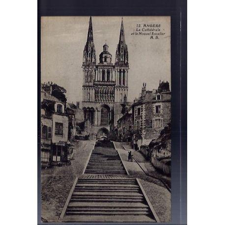 Carte postale 49 - Angers - La cathedrale et le nouvel escalier - Voyage - Dos divise...