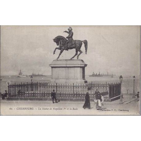 Carte postale 50 - Cherbourg - Statue Napoleon 1er et la rade