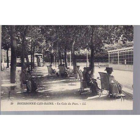 Carte postale 52 - Bourbonne les Bains - Un coin du Parc - anime