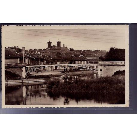 Carte postale 55 - Stenay - Passerelle et Port du Canal - Non voyage - Dos divise