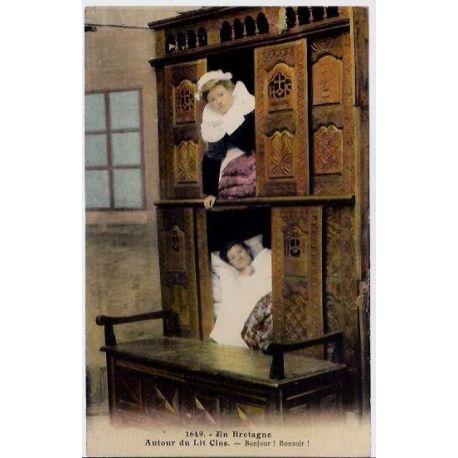 56 - Bretagne - Autour du lit clos - Bonjour! Bonsoir ! - deux femmes dans leu