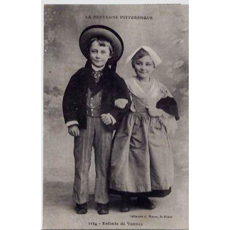 Carte postale 56 - Vannes - La Bretagne pittoresque - Enfants de Vannes - Voyage - Dos divis