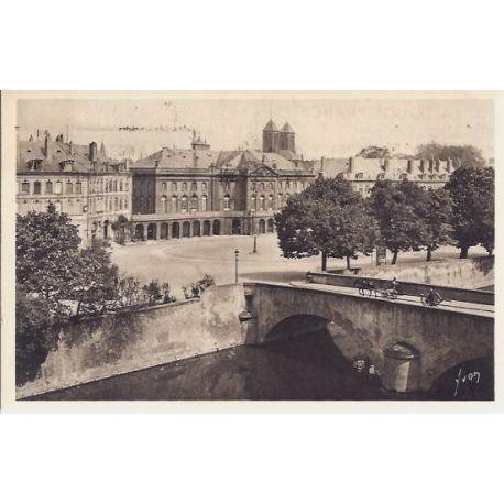 Carte postale 57 - Metz - Place de la Comedie et theatre