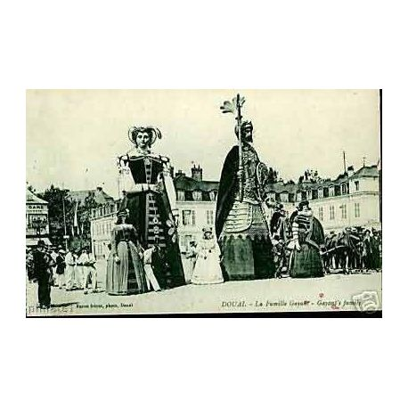 Carte postale 59 - Douai - La famille Gayant - Les geants