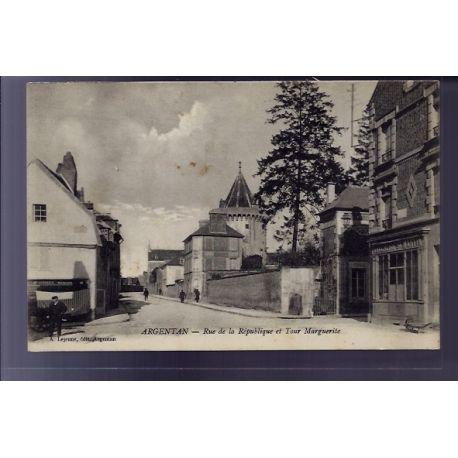 Carte postale 61 - Argentan - rue de la republique et Tour Marguerite - Voyage - Dos divise