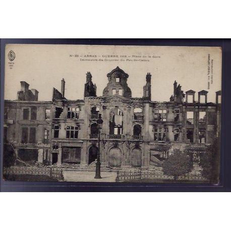 Carte postale 62 - Arras - Guerre 1914 - Place de la gare - immeuble du courrier du Pas-de-