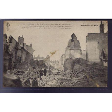 Carte postale 62 - Arras - Guerre 1914 - rue des grands vieziers apres le bombardement du 6