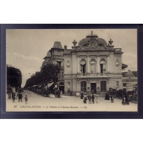 Carte postale 63 - Chatel-Guyon - Le theatre et l' Avenue Baraduc - Non voyage - Dos divise