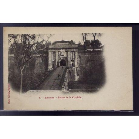 Carte postale 64 - Bayonne - Entree de la Citadelle - Non voyage - Dos non divise