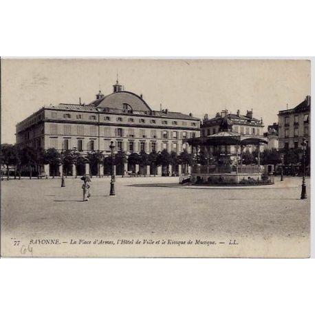 Carte postale 64 - Bayonne - La piace d'Armes, Hotel de ville et le kiosque de Musique - Non