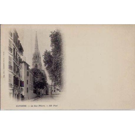 Carte postale 64 - Bayonne - La rue Thiers - Dos non diuvise