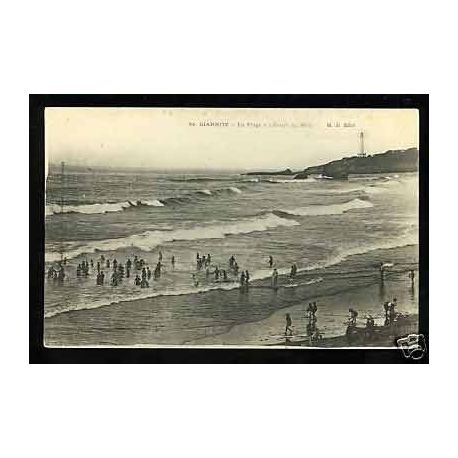 64 - Biarritz - La plage a l'heure du bain