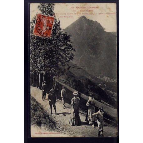 Carte postale 65 - Cauterets - Touristes montant a la grange de la Reine-Hortense - Le Pegu