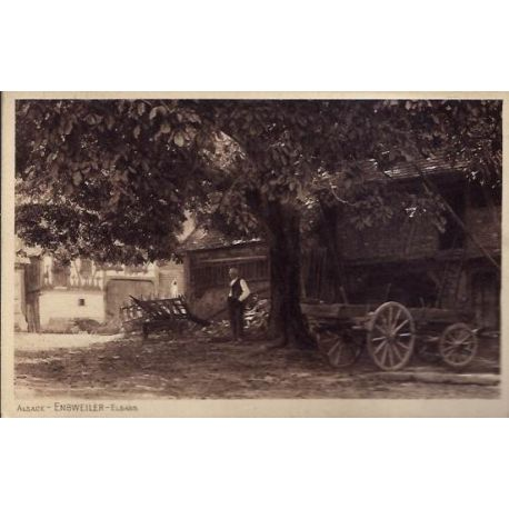 68 - Alsace - Enbweiller - Elsass - Homme devant sa ferme sous un arbre -Non v