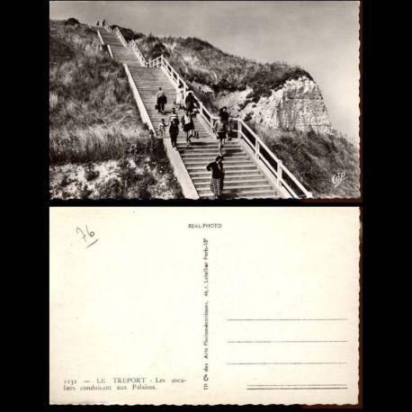 Carte postale 76 - Le Treport - Les escaliers conduisant aux falaises - CPSM