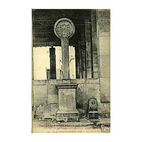 82 - St Antonin Noble Val - La croix du marche